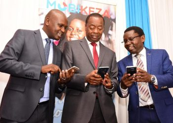 Octagon Pension Services MD Godwin Simba, Octagon Africa Group CEO Fred Waswa (right) demonstrate to Retirement Benefits Authority CEO Nzomo Mutuko how to use MOBIKEZA. The digital pension plan that gives workers in the informal sector. www.https://theexchange.africa